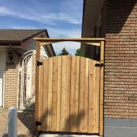 Wood Gate Curved Top