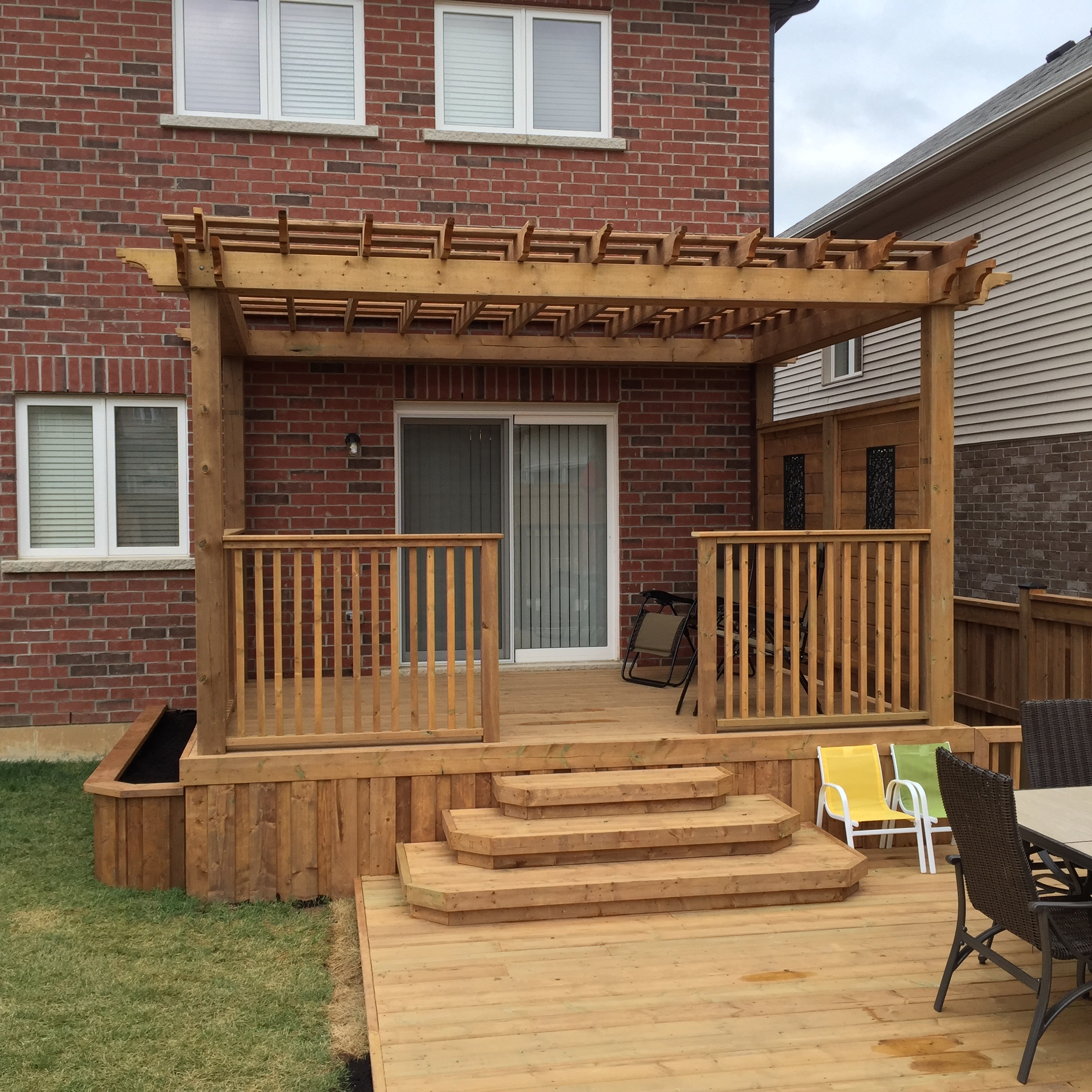 Decks in hamilton ontario the fence guy for Deck stairs pictures